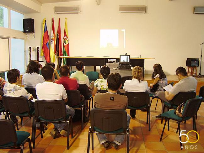 Universidad de pamplona v deo conferencia comunicaci n - Oficinas santander pamplona ...